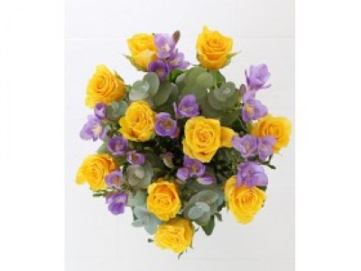 freesia-and-yellow-roses-bouquet