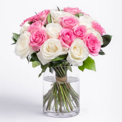 roses-pink-and-white-rose-bouquet-ode-a-la-rose-550x550-25865 (1)